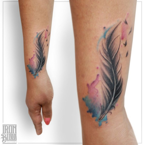 feather+realism+watercolour+aquarelle+painting+tattoo+design+by+best+tattoo+artist+in+mumbai+from+best+tattoo+parlour+in+india+iron+buzz+tattoos+mumbai.jpg