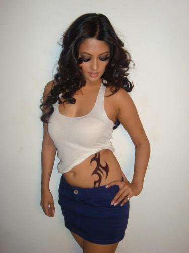 best-tattoo-artist-in-mumbai-india-eric-jason-dsouza-iron-buzz-tattoos-meeting-best-bollywood-actress-riya-sen-dabboo-ratnani-calender-photoshoot-one.jpg