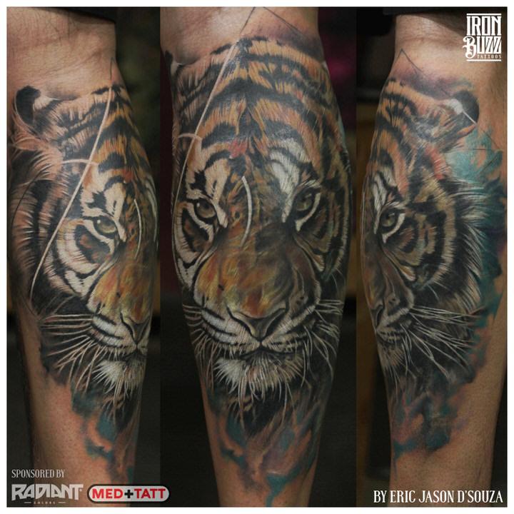 abstract-freestyle-hyper-realism-tiger-wild-animal-nature-kunal-khemu-bollywood-actor-celebrity-tattoo-iron-buzz-tattoos-in-mumbai-india.jpg.jpg.jpg