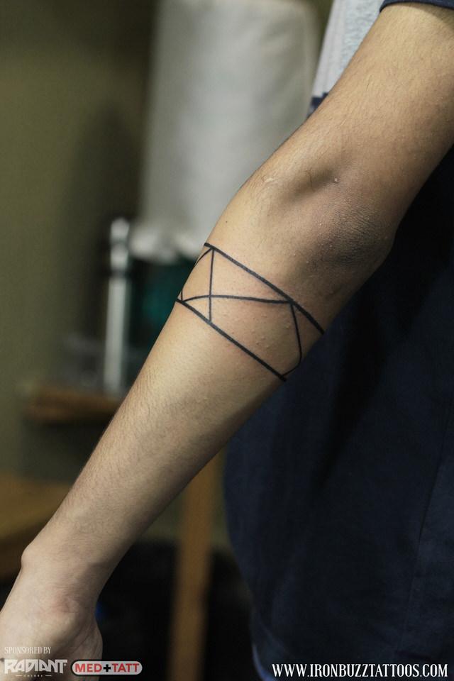 geometry-lines-forearm-band-2-tattoo-by-best-tattoo-artist-jayesh-eric-jason-dsouza-iron-buzz-tattoos-in-mumbai.jpg