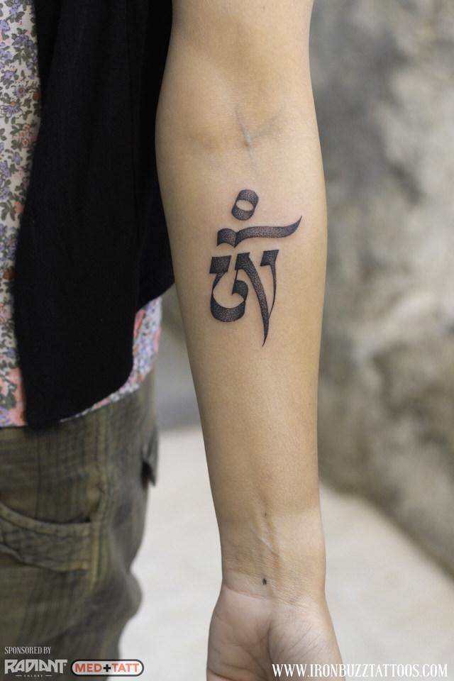 hindu-om-calligraphy-tattoo-by-best-tattoo-artist-jayesh-eric-jason-dsouza-iron-buzz-tattoos-in-mumbai.jpg