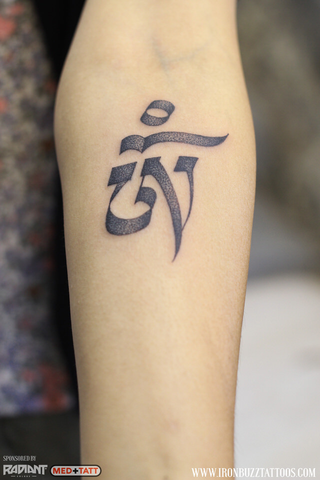hindu-om-2-calligraphy-tattoo-by-best-tattoo-artist-jayesh-eric-jason-dsouza-iron-buzz-tattoos-in-mumbai.jpg