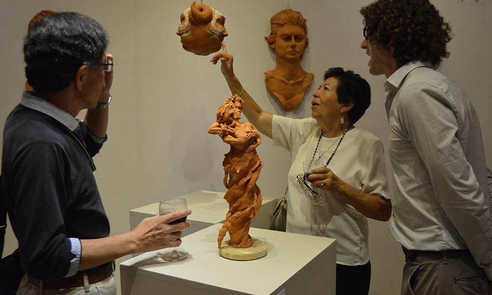 exhiben-pintura-escultura-y-fotografia-en-foro-cultural-81-b23350b36cbbaf69bc3f1bb53963caf8 (1).jpg