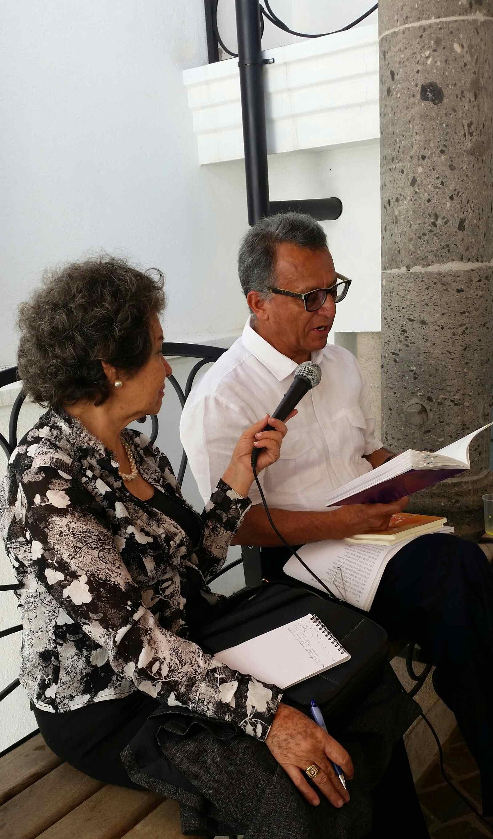 Lic. Pedro Vazquez y Directora Lupita Trejo