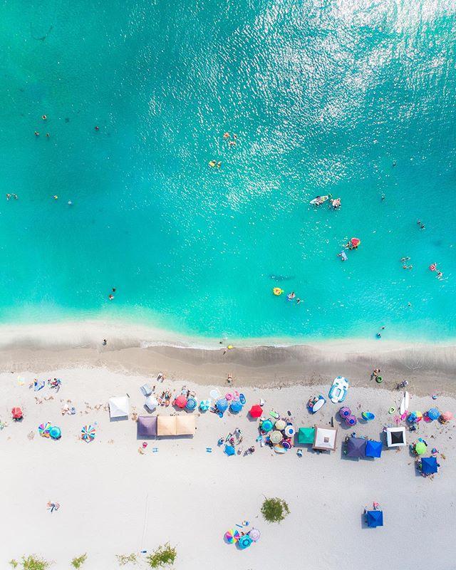 Beach days in Florida 🌴  ___________________________ #artisanofimagery #keepexploring #lifeofadventures #stayandwander #adventurevisuals #travelphotography #travelholic #surf #surfingphotography #dronephotography #dronestagram #drone #droneporn #drones #dji #djimavicair #florida #florida_greatshots