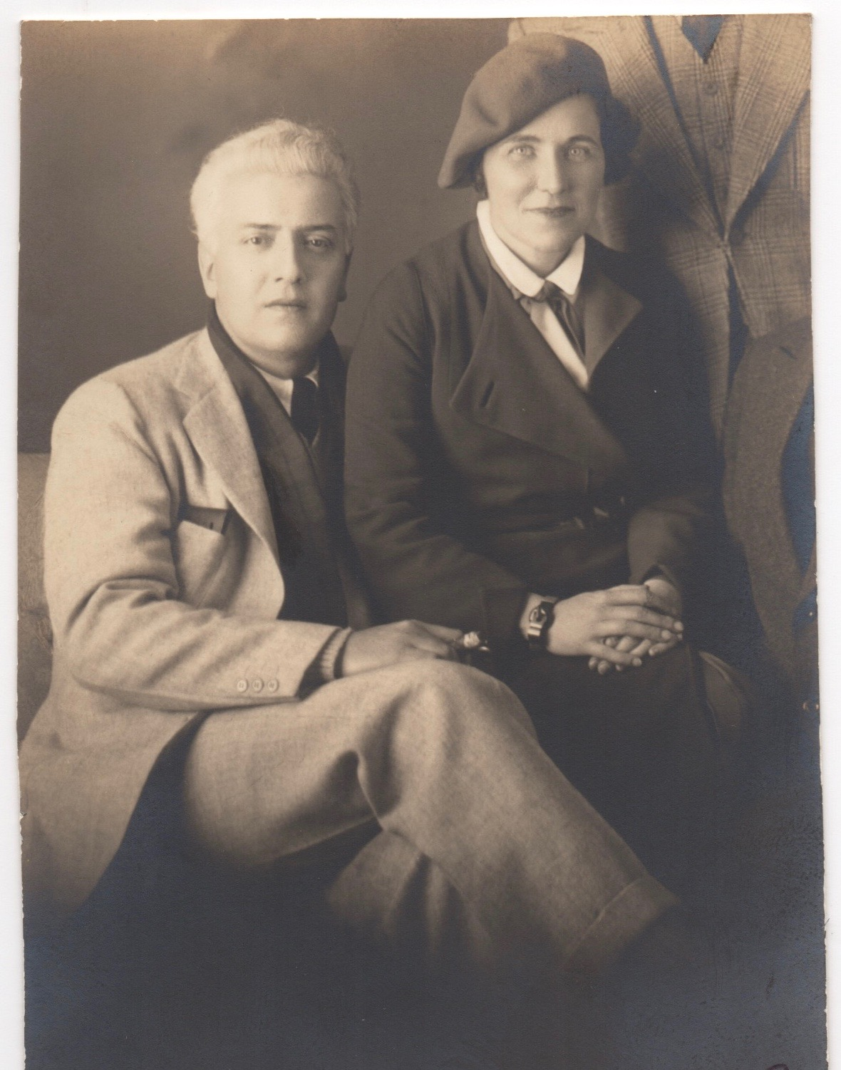 An undated photo of Starrett and Ray. There are so many questions. When was it taken? When they were married? Who those other men standing behind Ray's left shoulder and seated next to her? Here's one more question: Was the photo flopped? Look at the pocket in Vincent's suitcoat. The pocket's on the right side, but it's more commonly found on the left.
