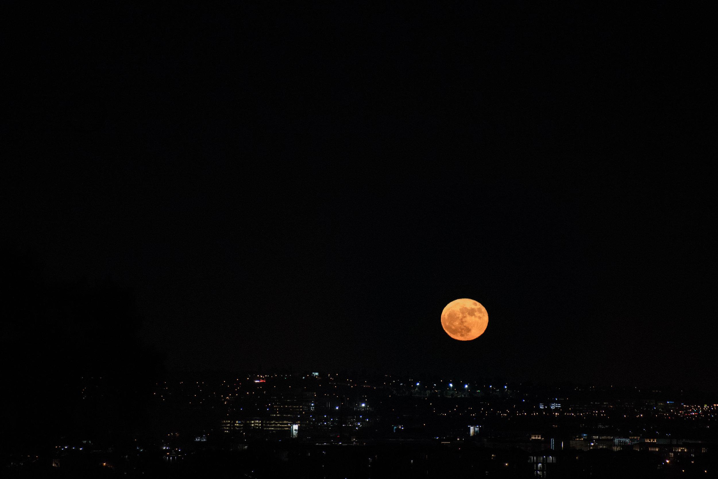 Super Moon rising over LA, Nov 14th 2016