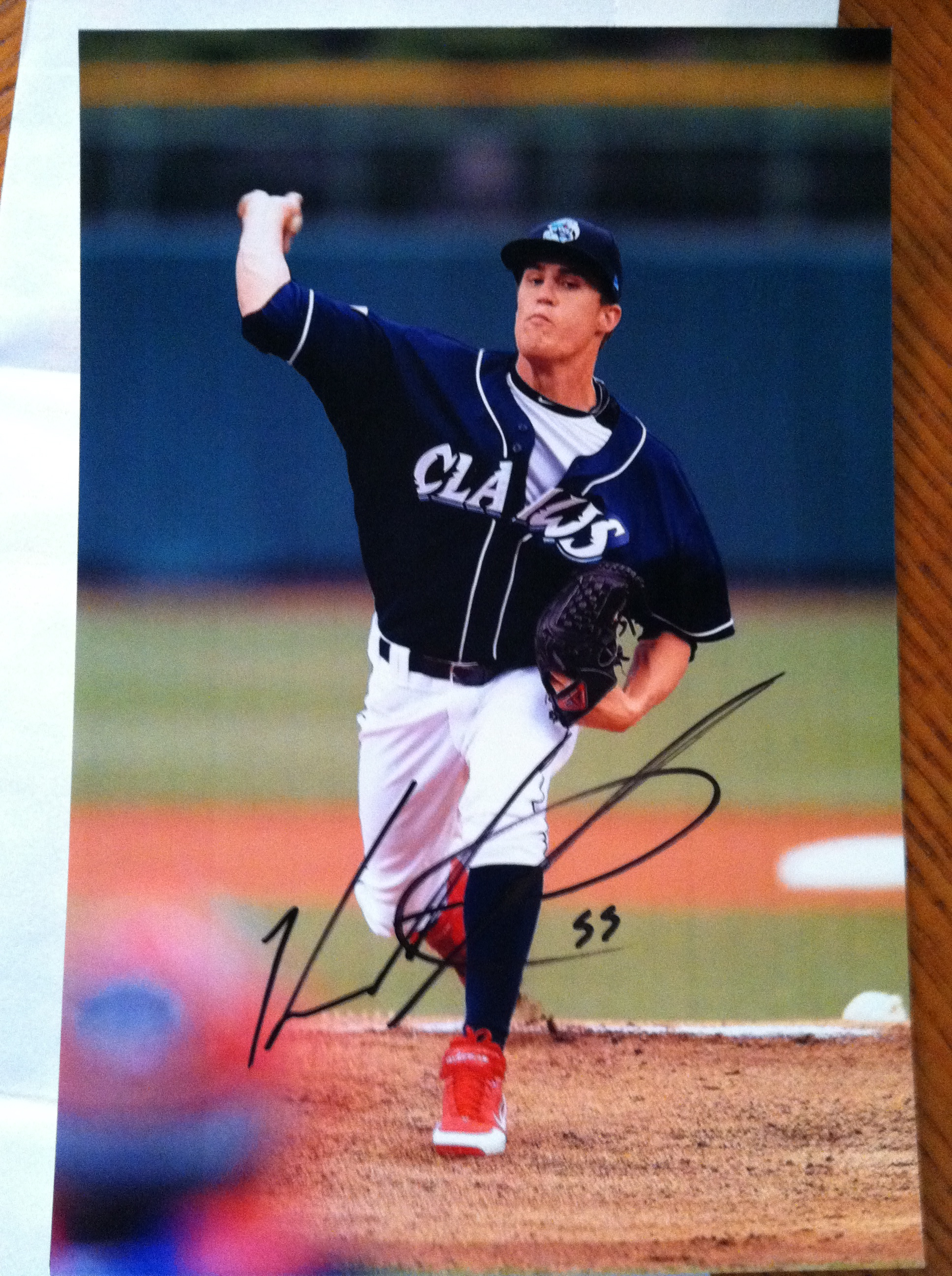 Ken Giles signed photo