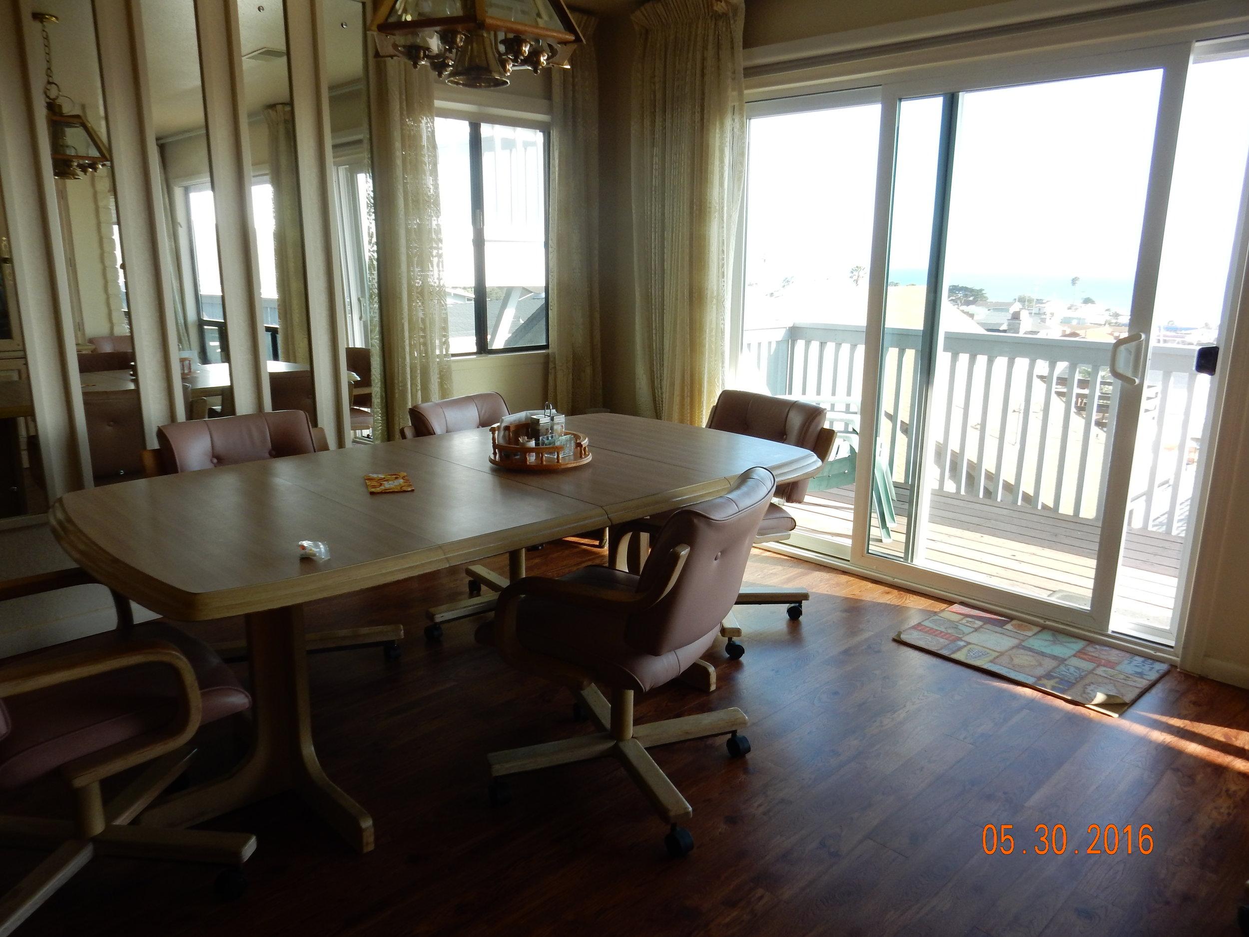 Dining_Table_1.JPG