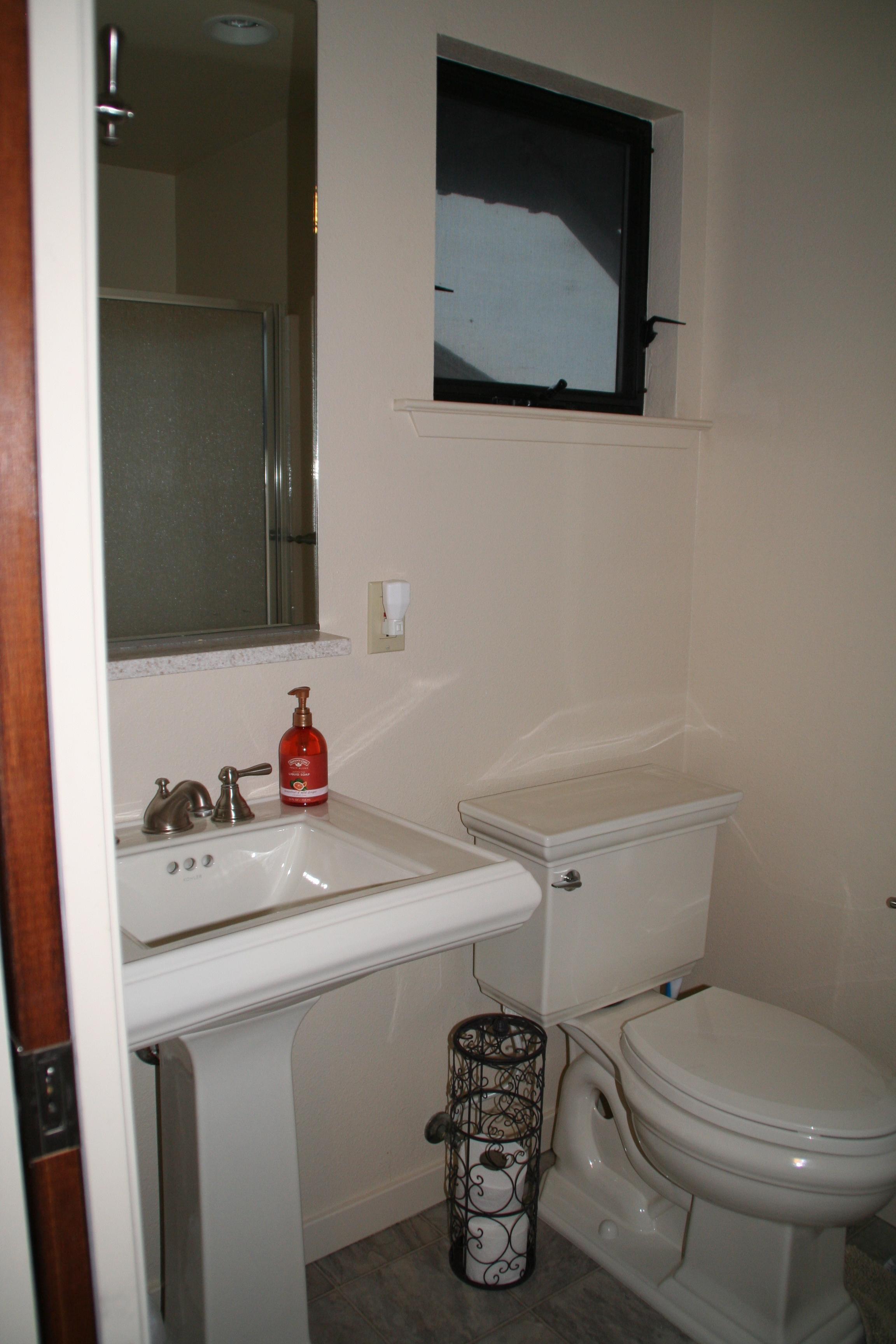 Queen_Ocean_Bathroom.jpg