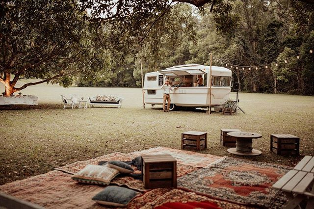 Field of dreams...The ol' girl sitting pretty amongst our rugs, cushions and recycled timber stools. The chillest party setting you ever did see!⠀ -⠀ 📷@loveherwildphotography⠀ -⠀ #mobilebar #caravanbar #byronbaywedding #weddingcoordination #fieldofdreams #outdoorwedding