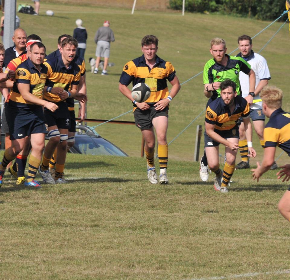Scrum-half Adam Suttill sets up an Oaks attack. Photo Credit: Graham Henley