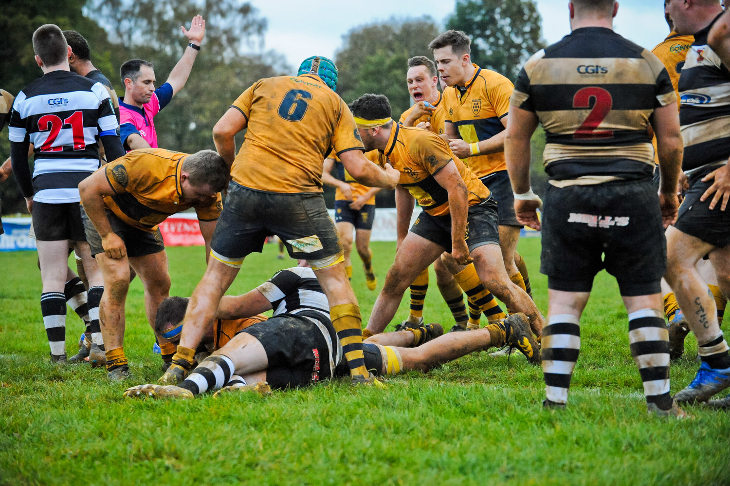 Try! Josh Pettet secures the bonus point try for Oaks. Photo Credit: David Purday