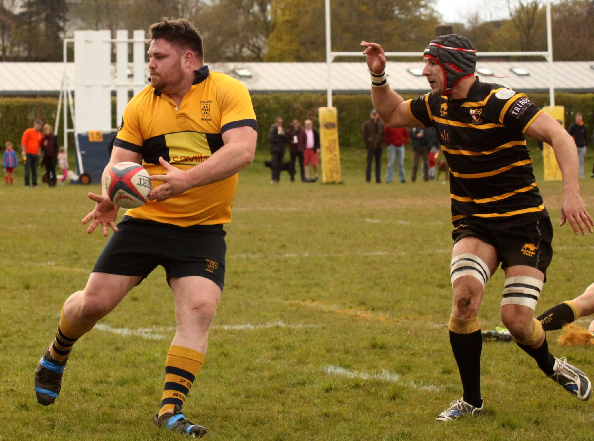 Power gets a pass away during Oaks play off match against London Cornish in 2016. Photo Credit: Hils Everitt