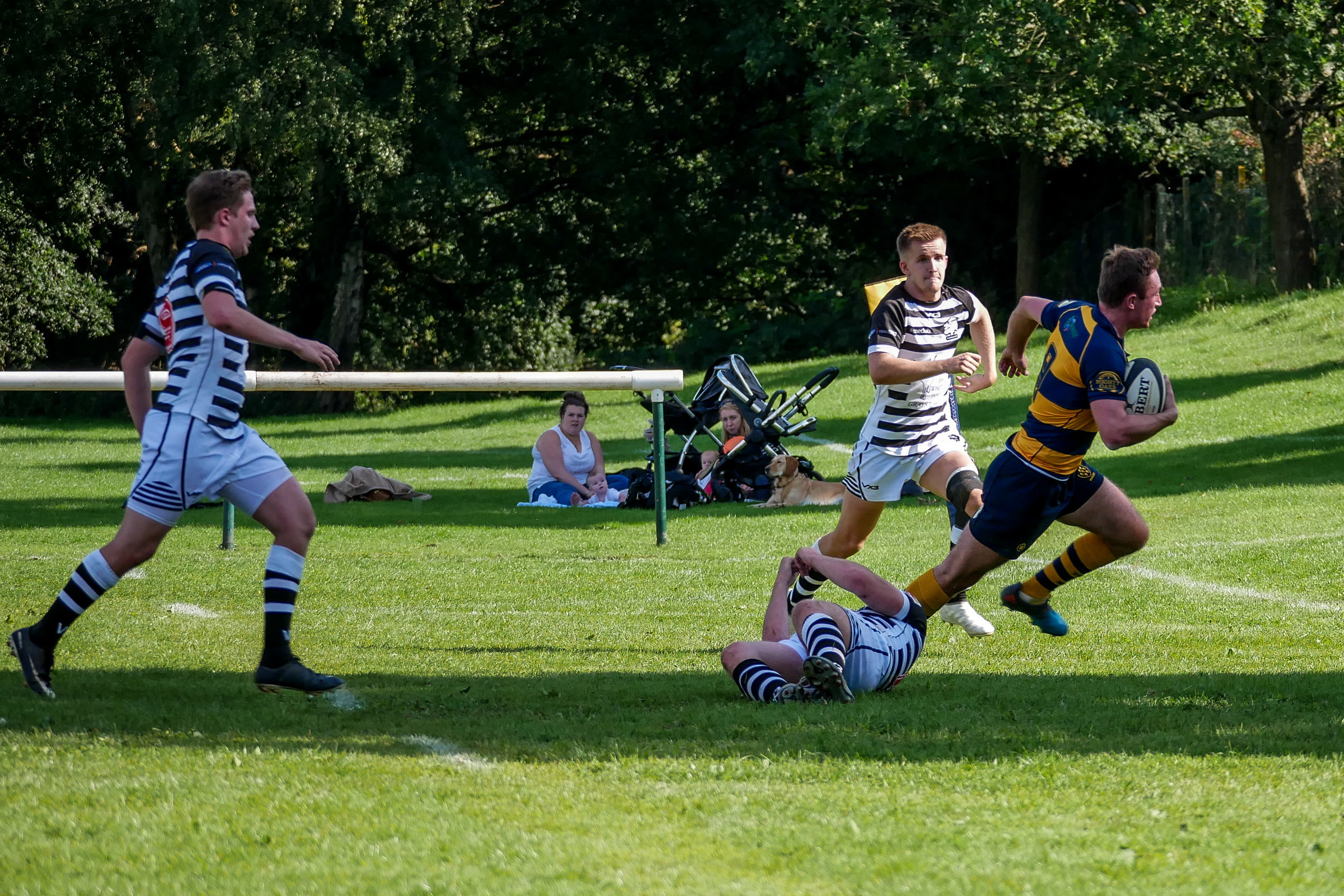 Oaks Matt Holmes evades the Thurrock defence to score a try in the opening game of the season at the Paddock in September.  Photo Credit: David Purday
