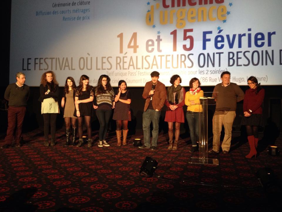 L'équipe du film, bien heureuse que ces heures passées à se geler les miches dans les rues du Havre se soit vues récompensées par un prix du jury!
