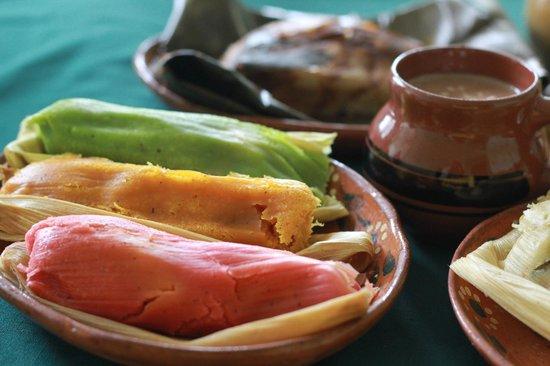 tamales-y-atoles.jpg