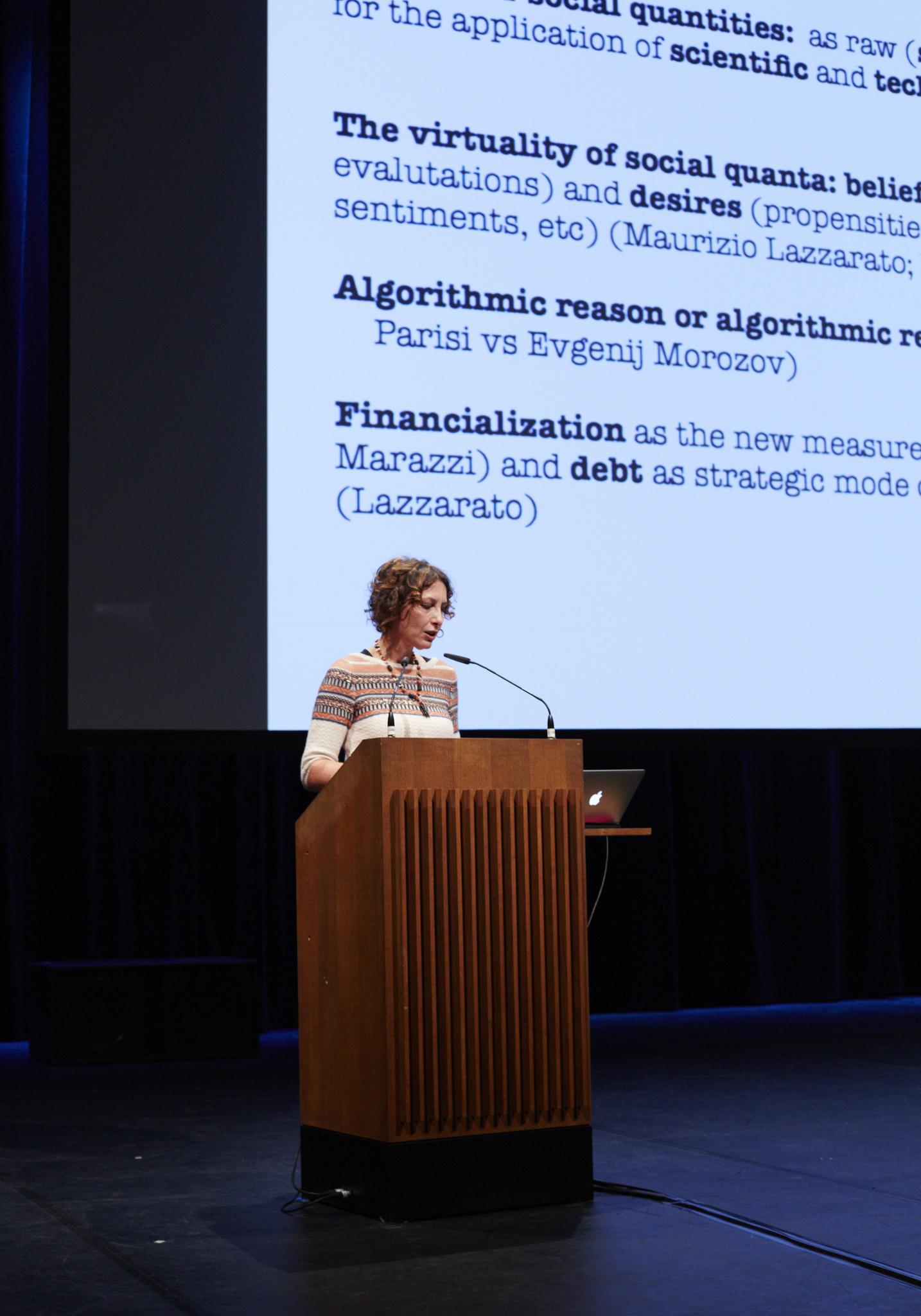 Tiziana Terranova delivering her talk onthe commons