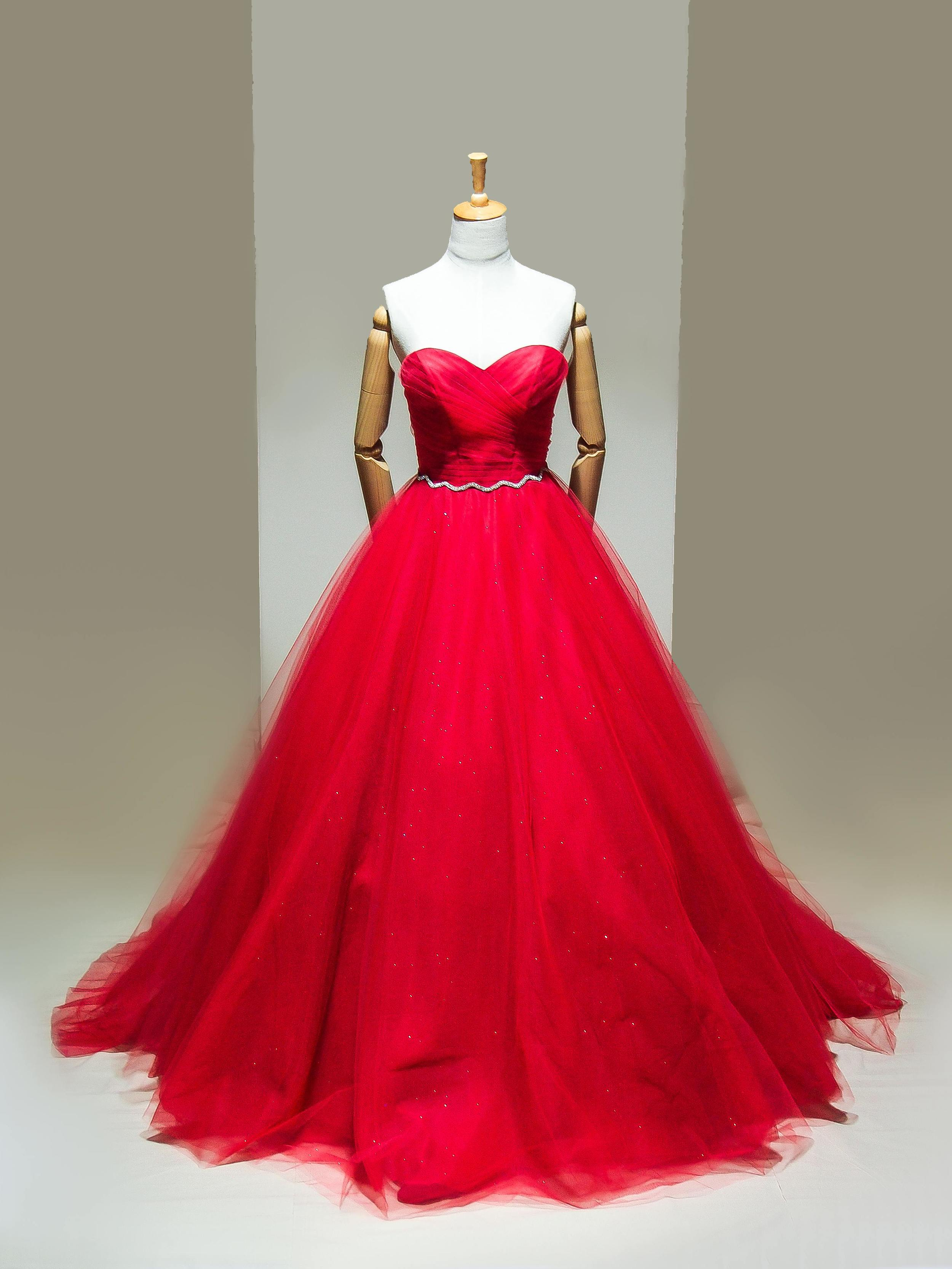Reese  A classic princess tulle ballgown with a touch of elegance and glamour, allowing the volume and vibrancy to speak for themselves.