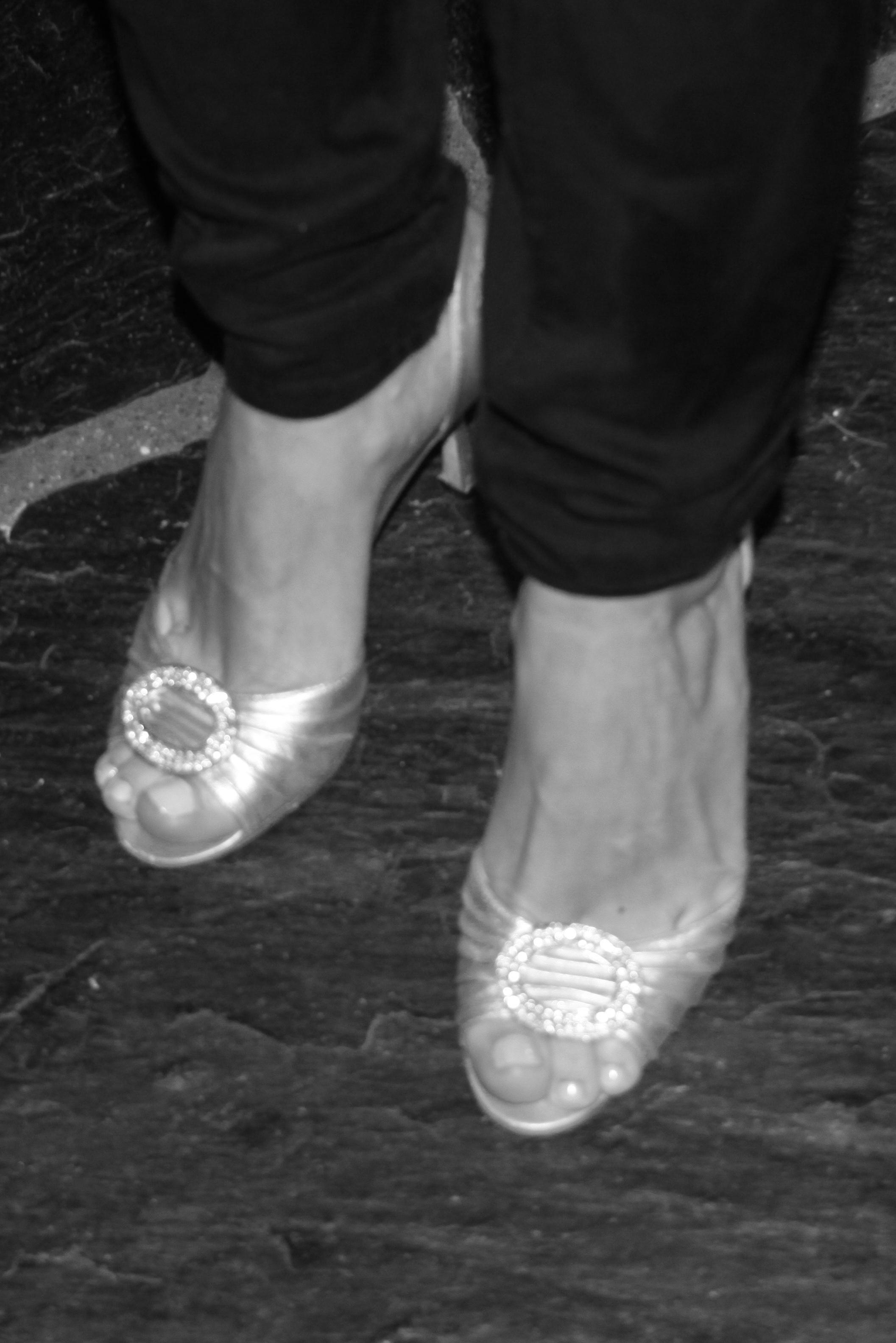 """"""" Forloverskoene"""" For flere også kjent som skoene som ble stjålet fra Carrie i Sex & the City under en barnebursdag hvor hun måtte sette skoene fra seg i gangen"""