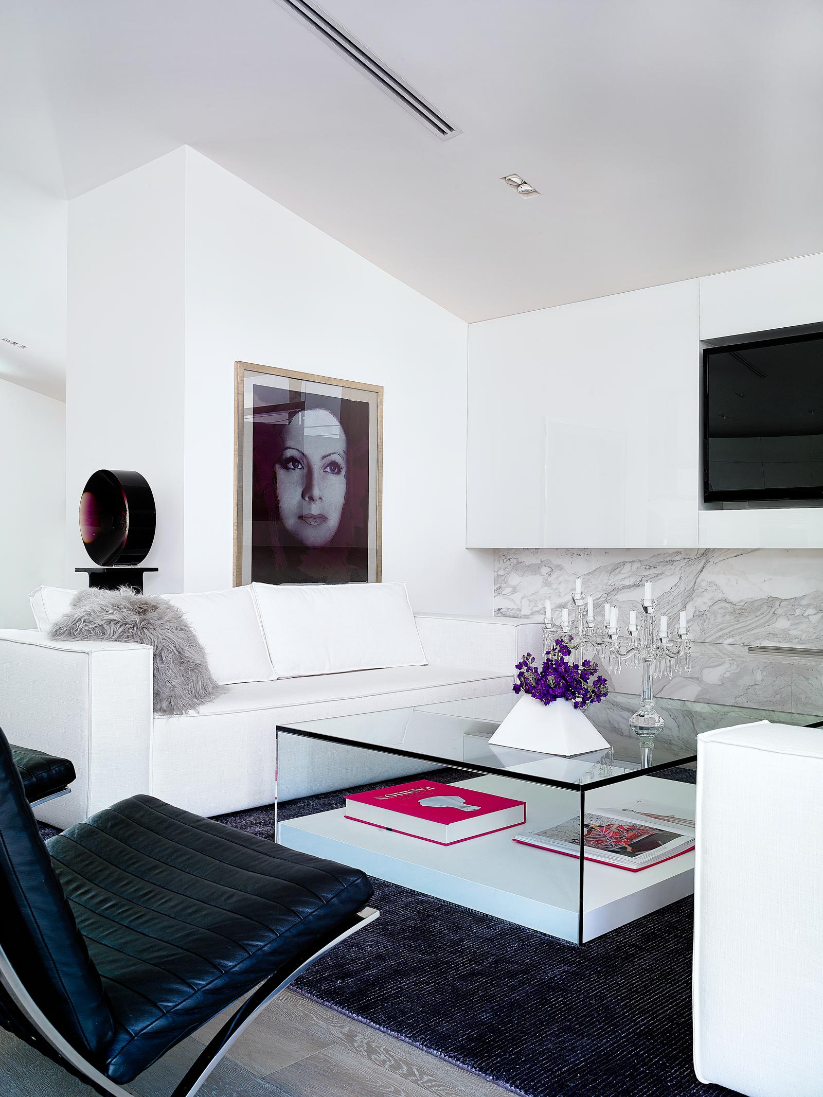 Carlos-Domenech-Brett.Giselle25206--B&G-Design---May-18-2014--0422132.png