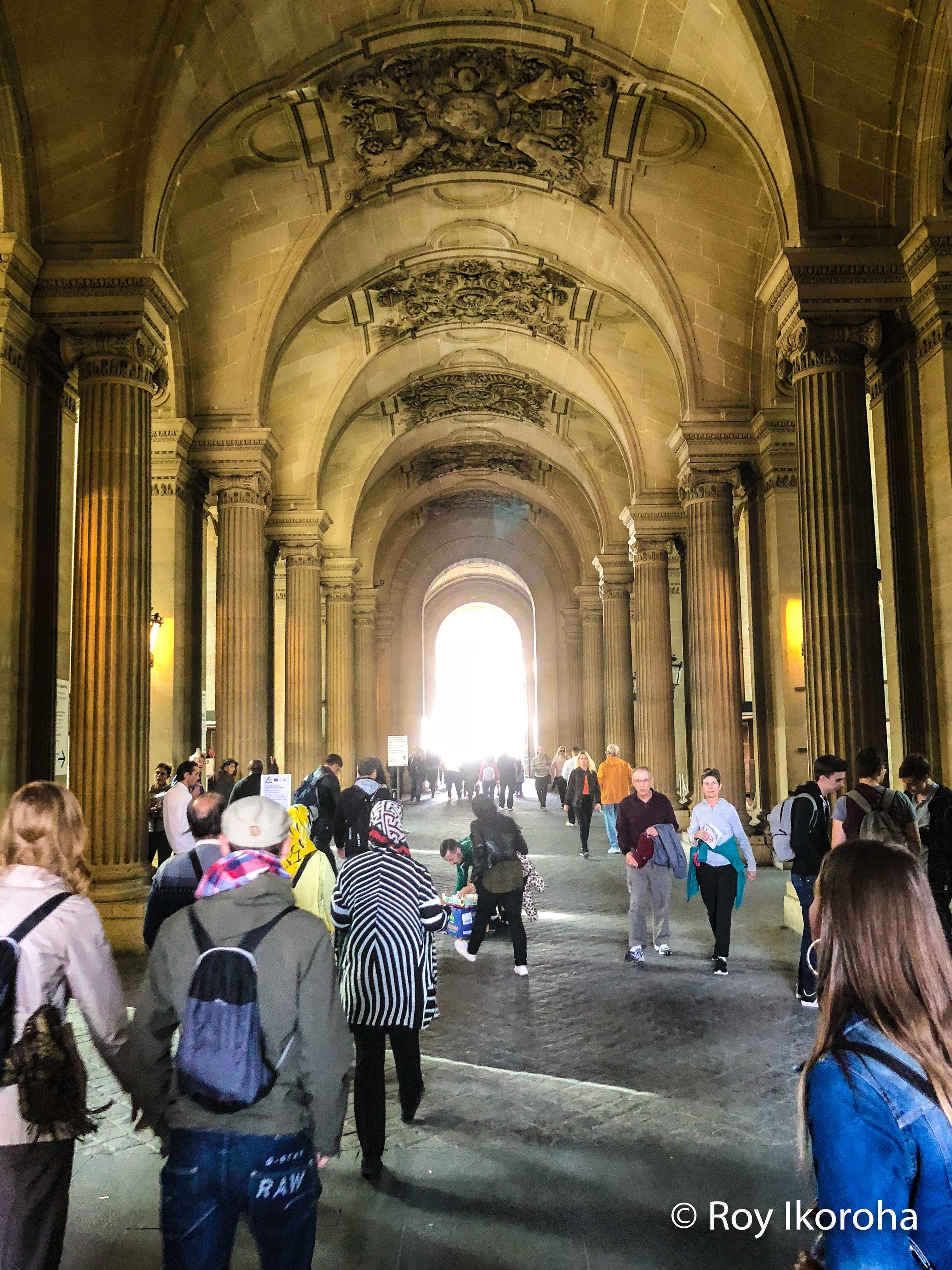 En route the Louvre, Paris