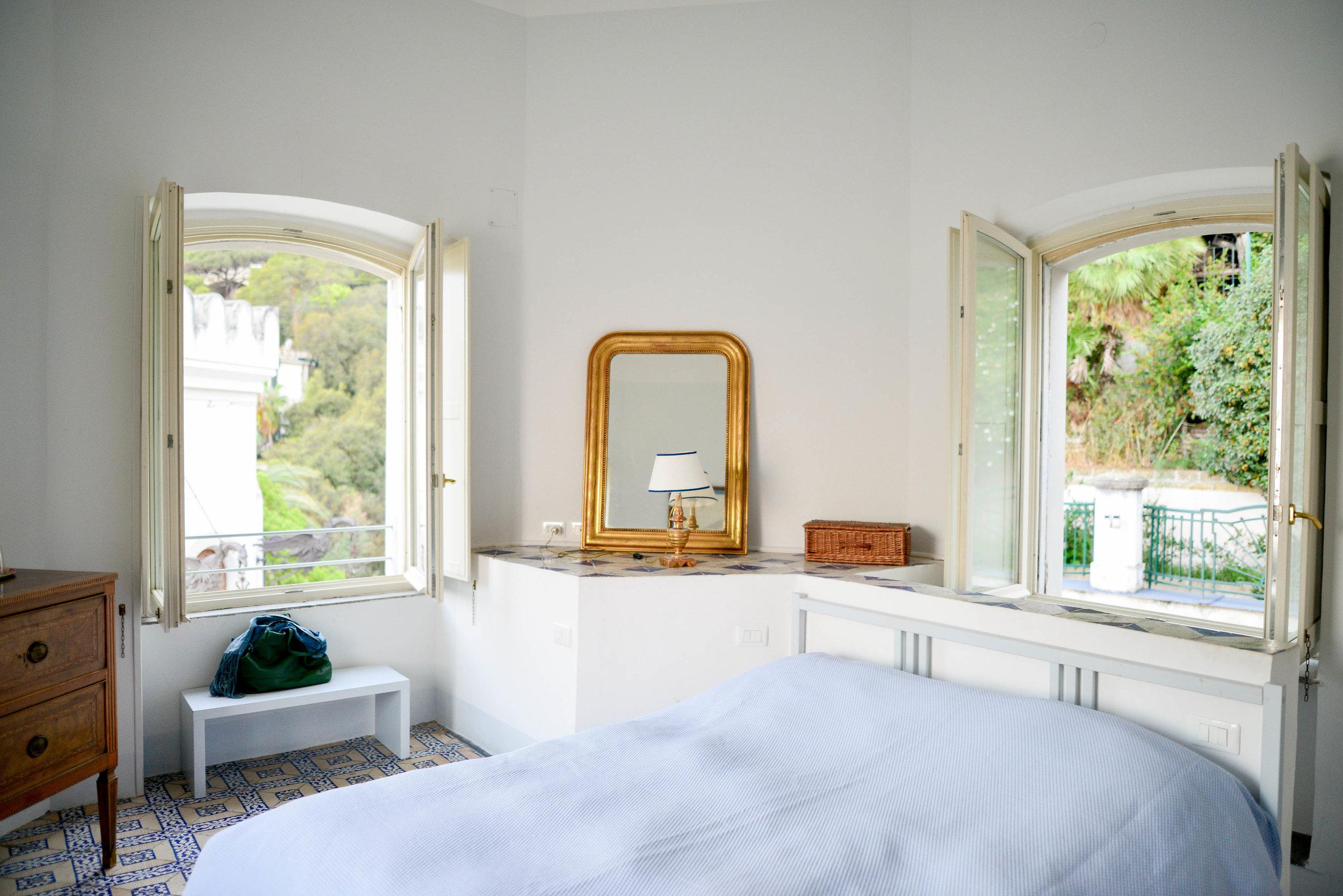 The top floor is a bedroom with almost 360˚ views | Photography: Lauren L Caron © 2018