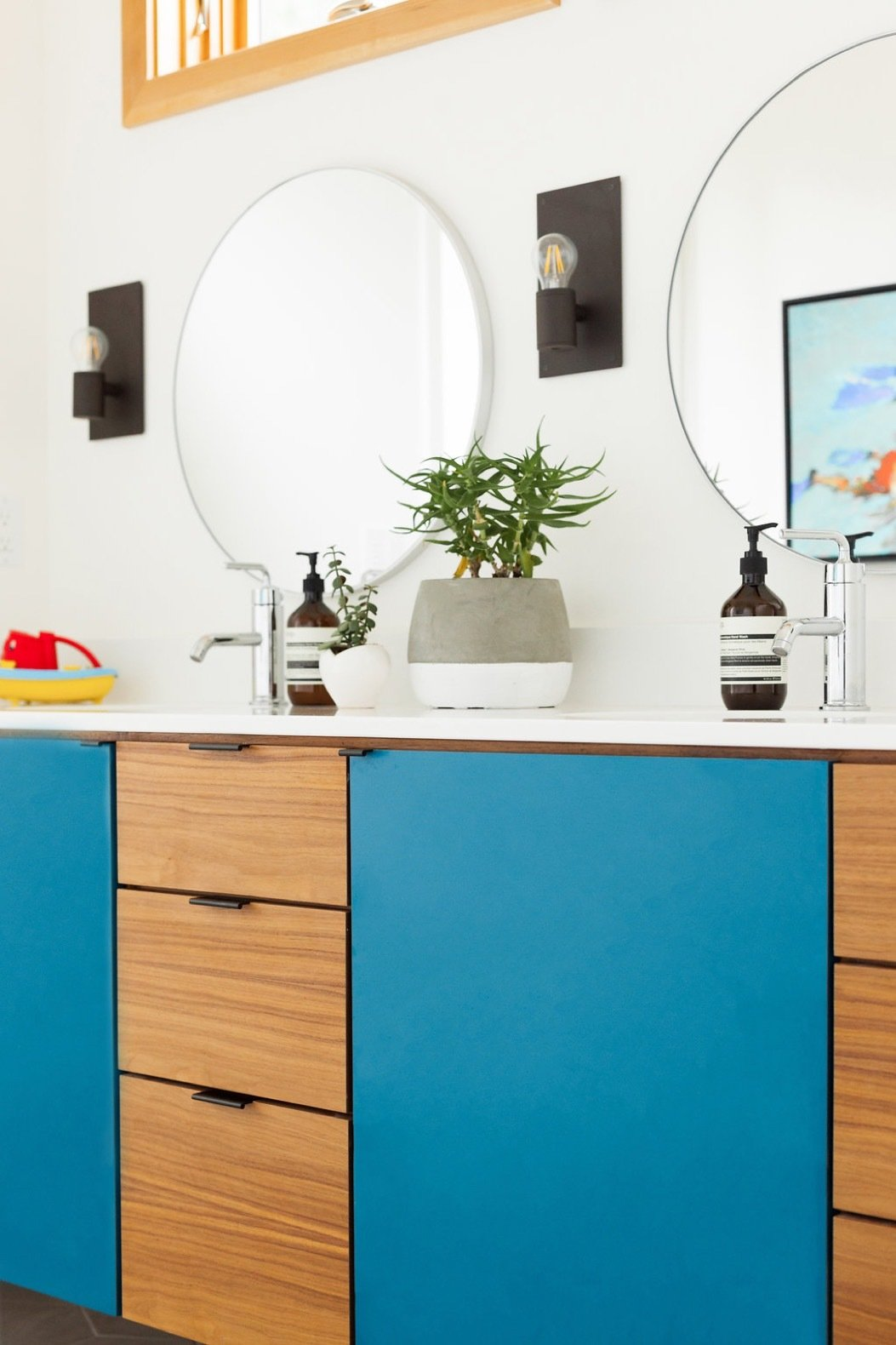 all-bathroom-counters-are-pental-quartz-in-color-bq200p-super-white-and-are-complemented-with-walls-painted-in-benjamin-moore-simply-white-oc-117.jpg