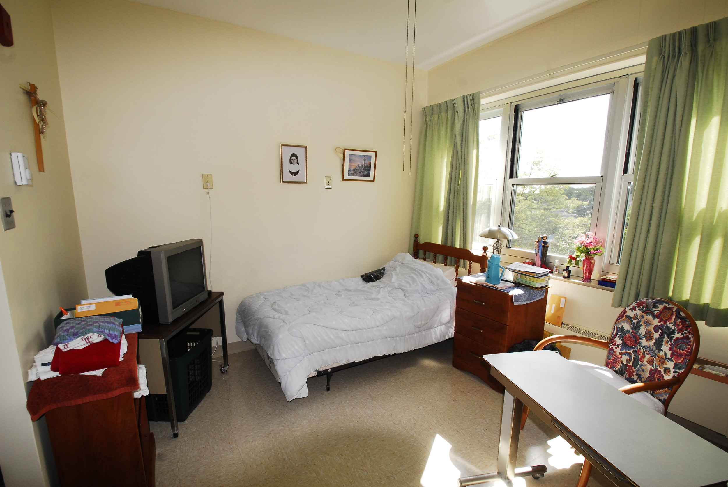 EXISTING CONDITIONS: Typical Resident Room