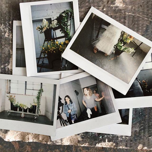 Another glimpse behind the scenes of today's shoot with @bloombrides @lizpolden @lizalubell