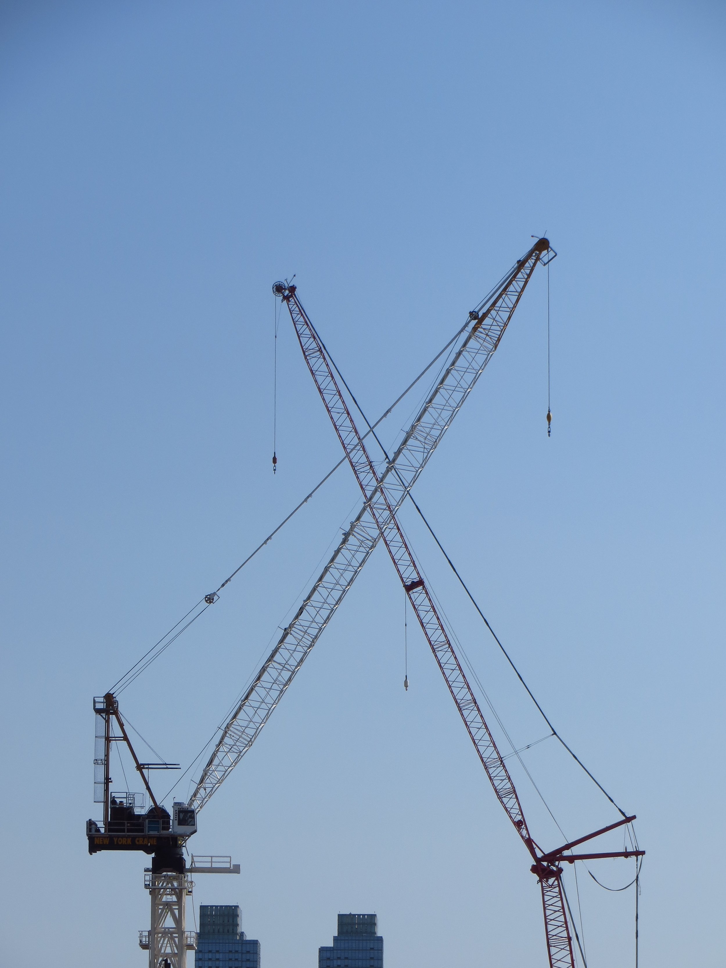 Crossed cranes