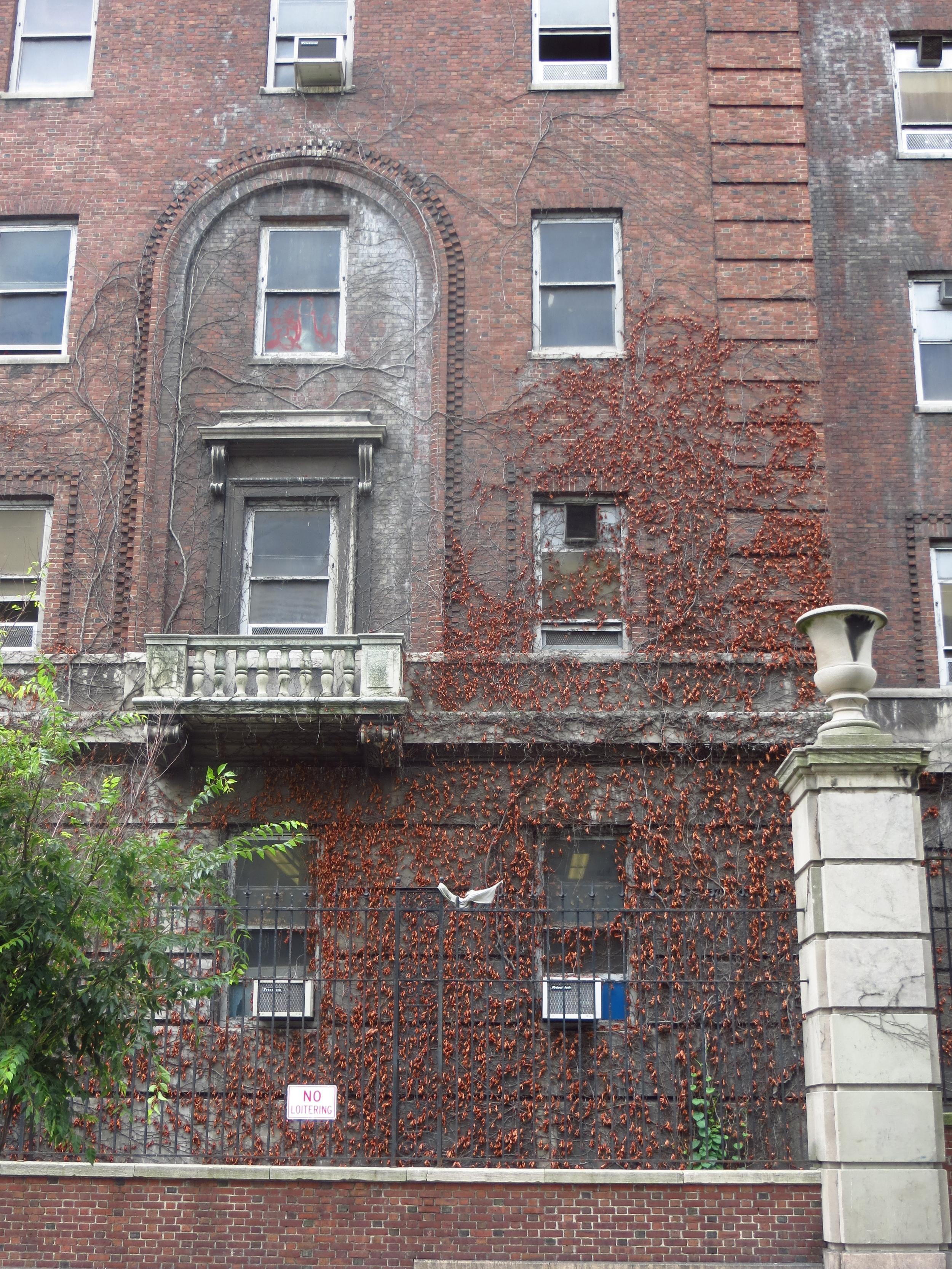 (it looks like a former psychiatric hospital...)