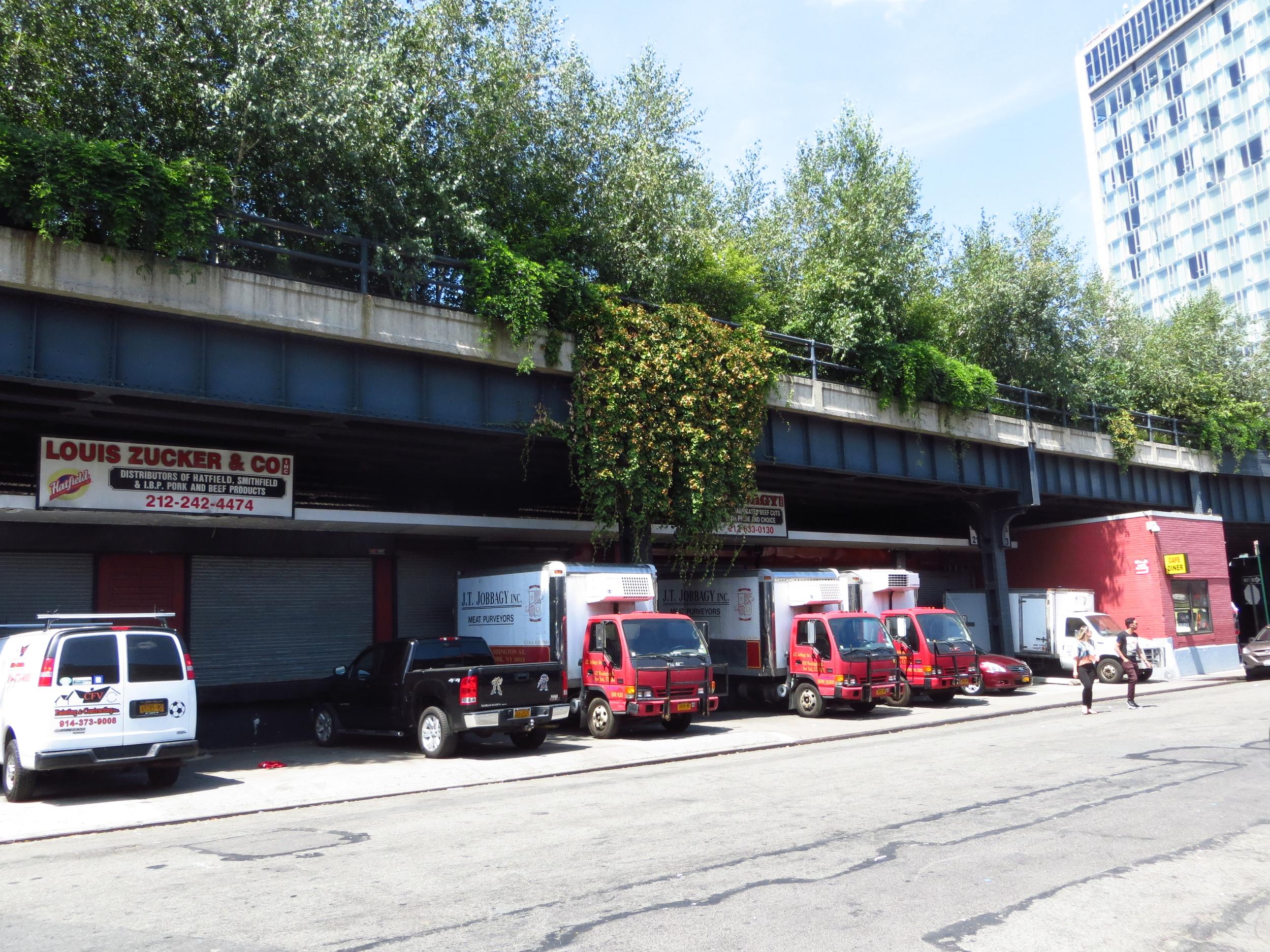 Trucks under High Line
