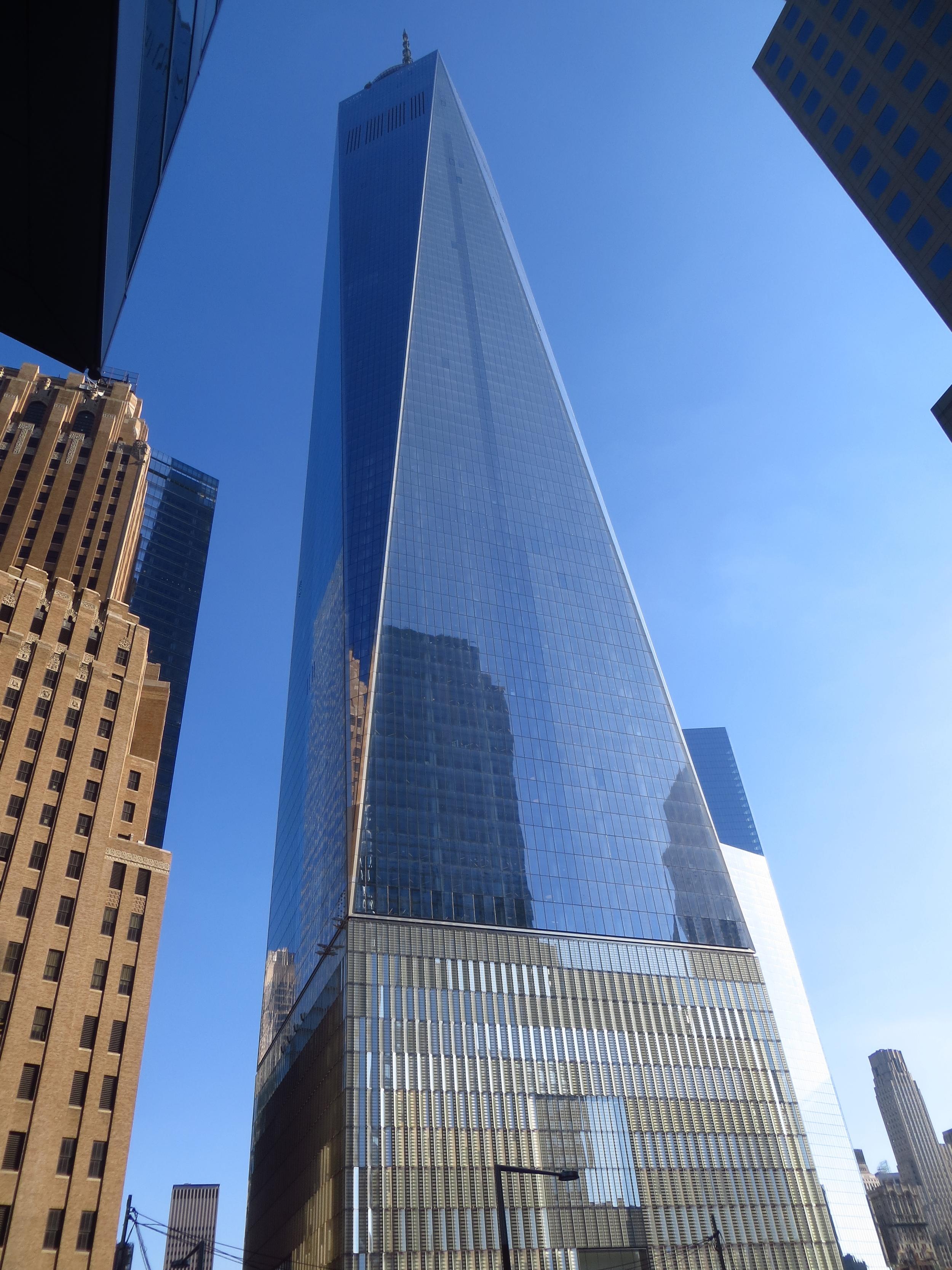 Full view of 1 WTC (it's pretty big)