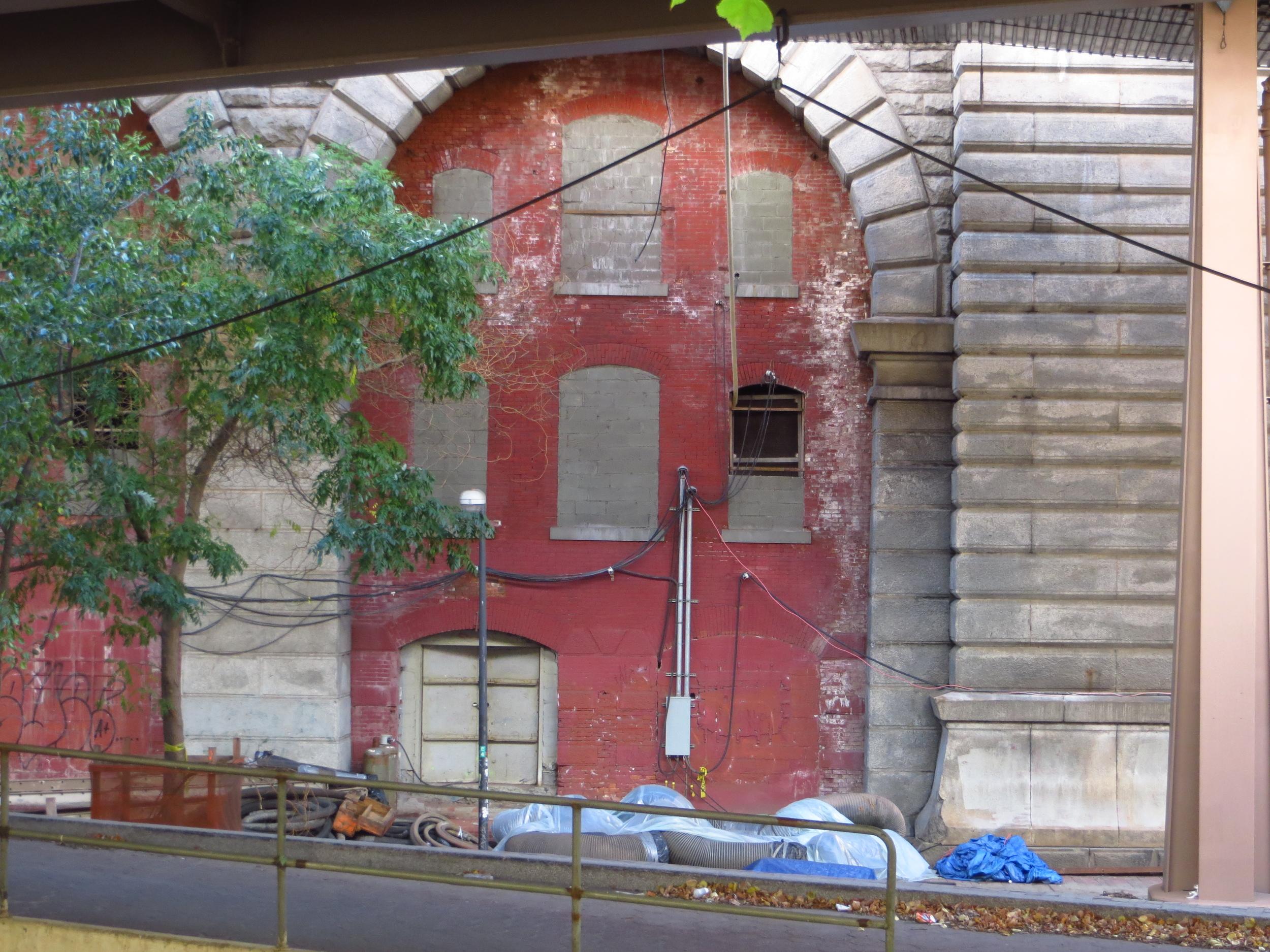 Interesting building under the Brooklyn Bridge