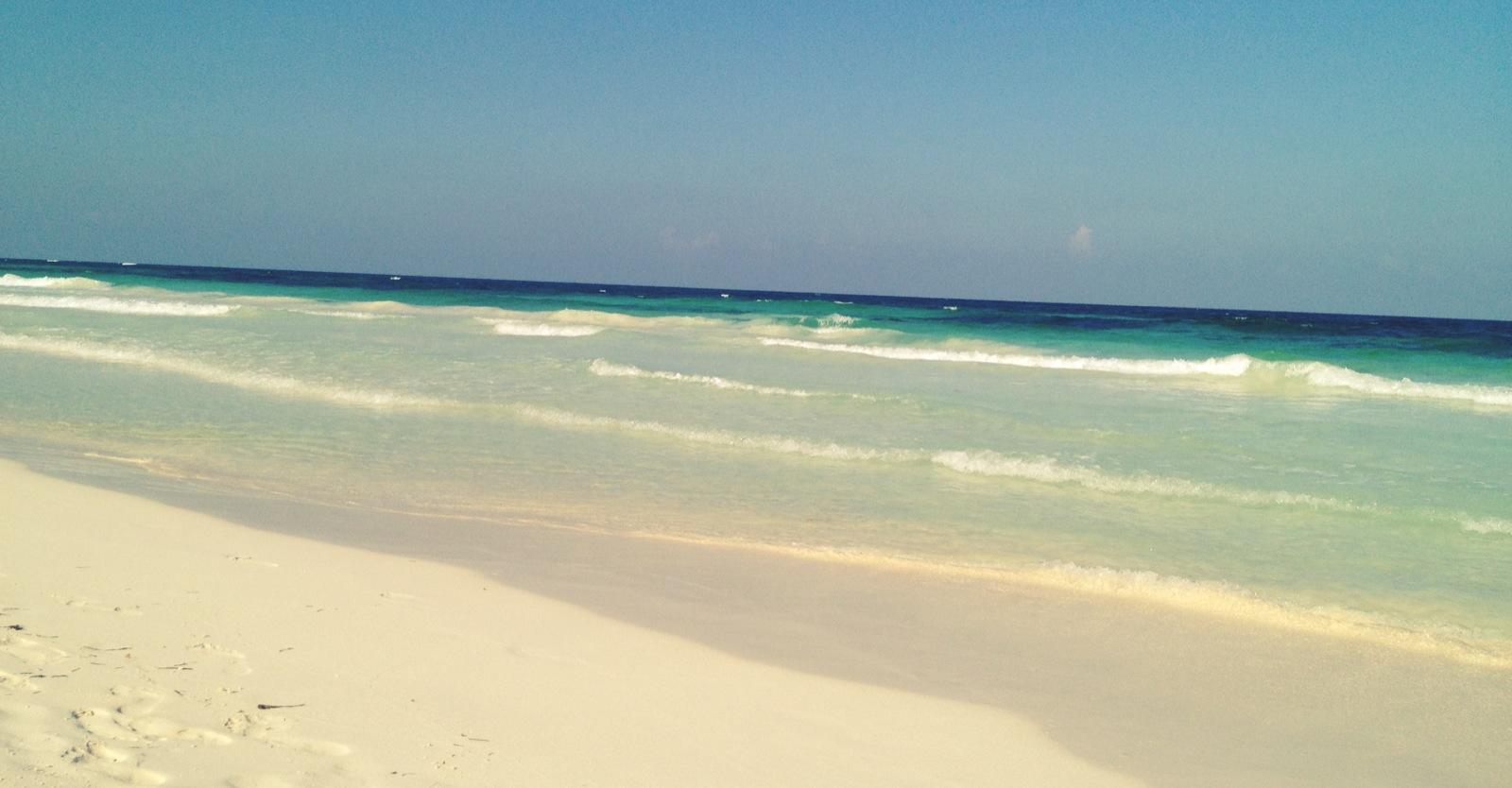 Sanará Tulum = Beach Yoga