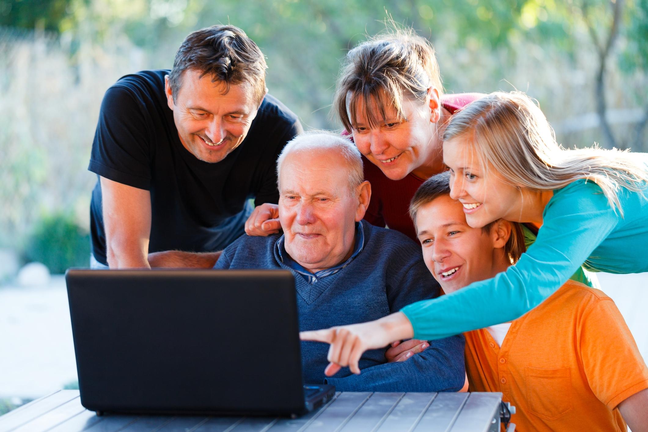 family computer 33953412.jpg