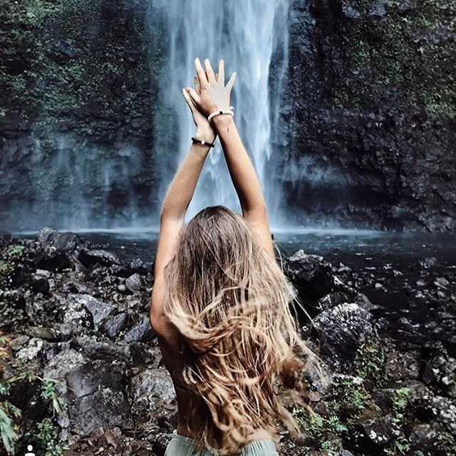 Hands up for the weekend 🙌🏻 Pic @plantifulsoul