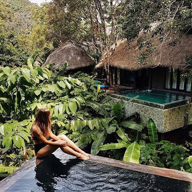 Sitting pretty this Monday! Wouldn't we all like to be enjoying this lush resort like @michelletakeaim 🏝 We hope you had a fabulous weekend x