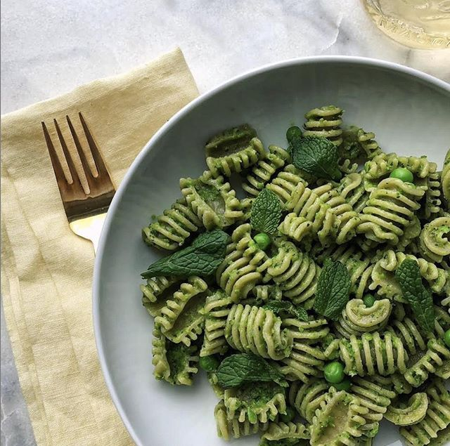 Keeping it simple on a Tuesday night! @sfoglini hemp radiators with pesto, mint and fresh peas! ⠀ ⠀ Also fun fact! Did you know hemp is loaded with protein, has the perfect balance of Omega 3 to 6, and is a rich source of easily digestible fibre?⠀ ⠀ #organic #pasta #americangrains #americanmade #radiators #radiatore #mint #easter #cooking #foodie #yum #nomnom #eatpasta #goodeats #pastanight #pastagram #pastalover #madeinamerica #sfoglini #caretlandco⠀