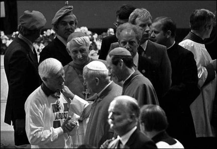 Jimmy Savile -Pave Johannes Paul 2. - 1982