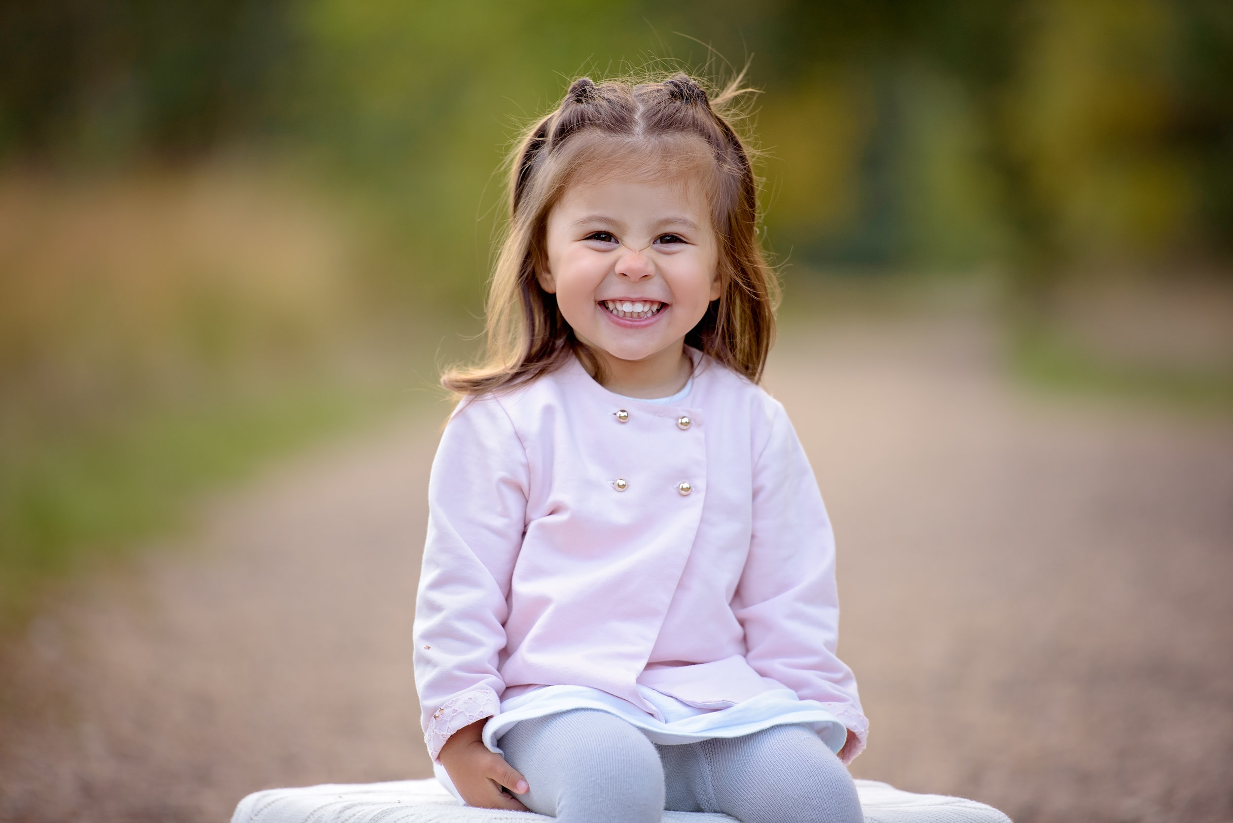 Portrait of smiling girl outdoors in Autumn