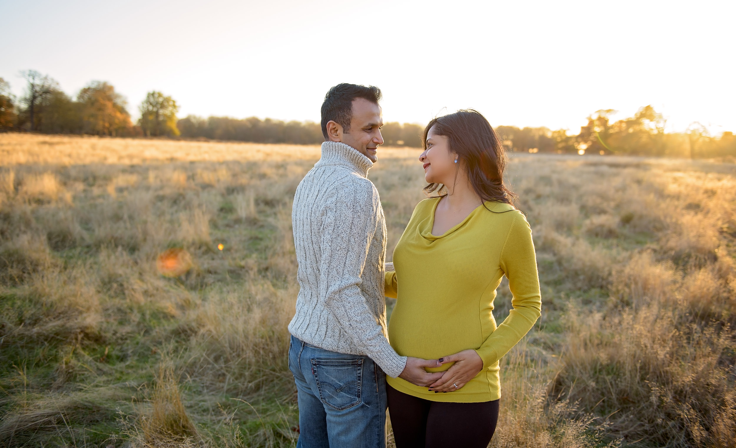 Posing ideas for pregnancy photoshoot