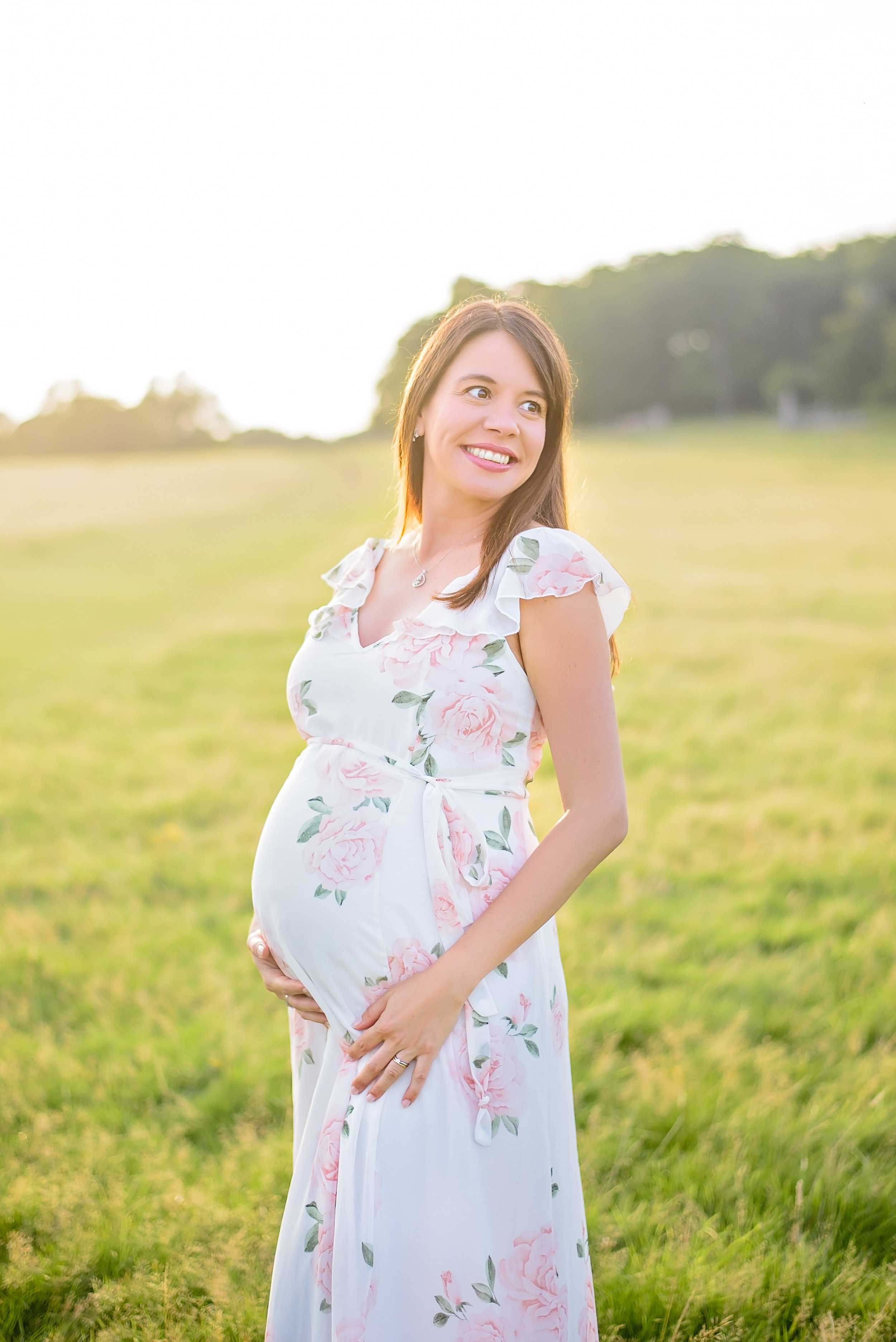 Pregnancy photography in nature