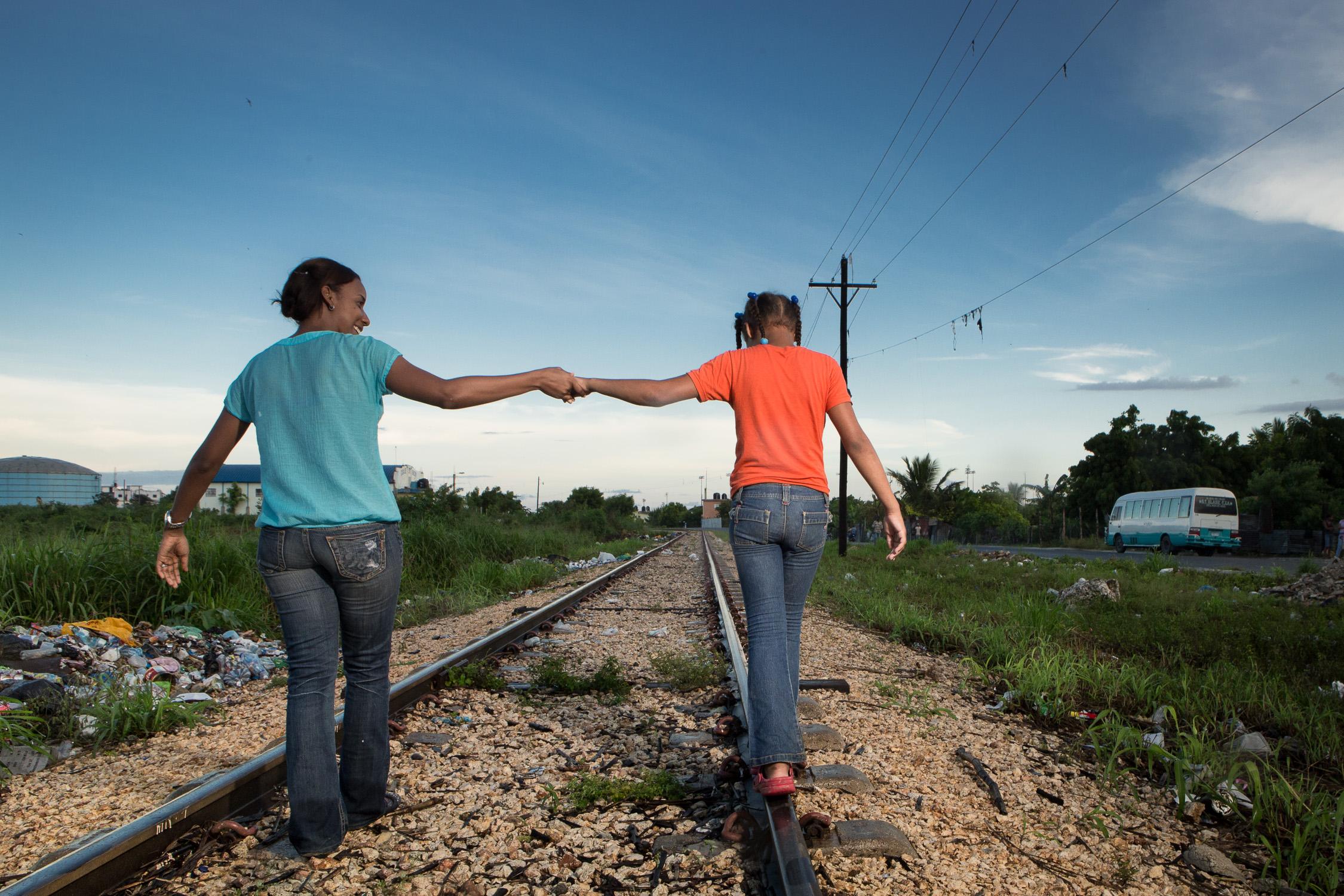 DR_Ginsely&Karina_Tracks_16.jpg