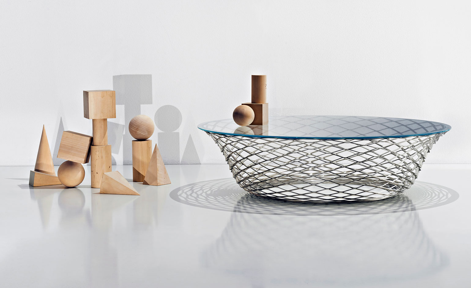 Norman Foster: Molteni, Walter Knoll, Artemide and Alessi are just a handful of the architect's design partners. Pictured: Molteni's 'Teso' table, by Foster + Partners  Read more at https://www.wallpaper.com/design/top-20-architects-who-have-turned-their-hand-to-product-design#2e3ompB8yJVmfYLT.99