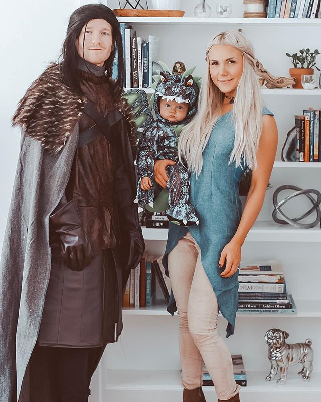 Definitely our best costume to date!! Happy Halloween friends!! 🎃🧡🎃 #gameofthrones