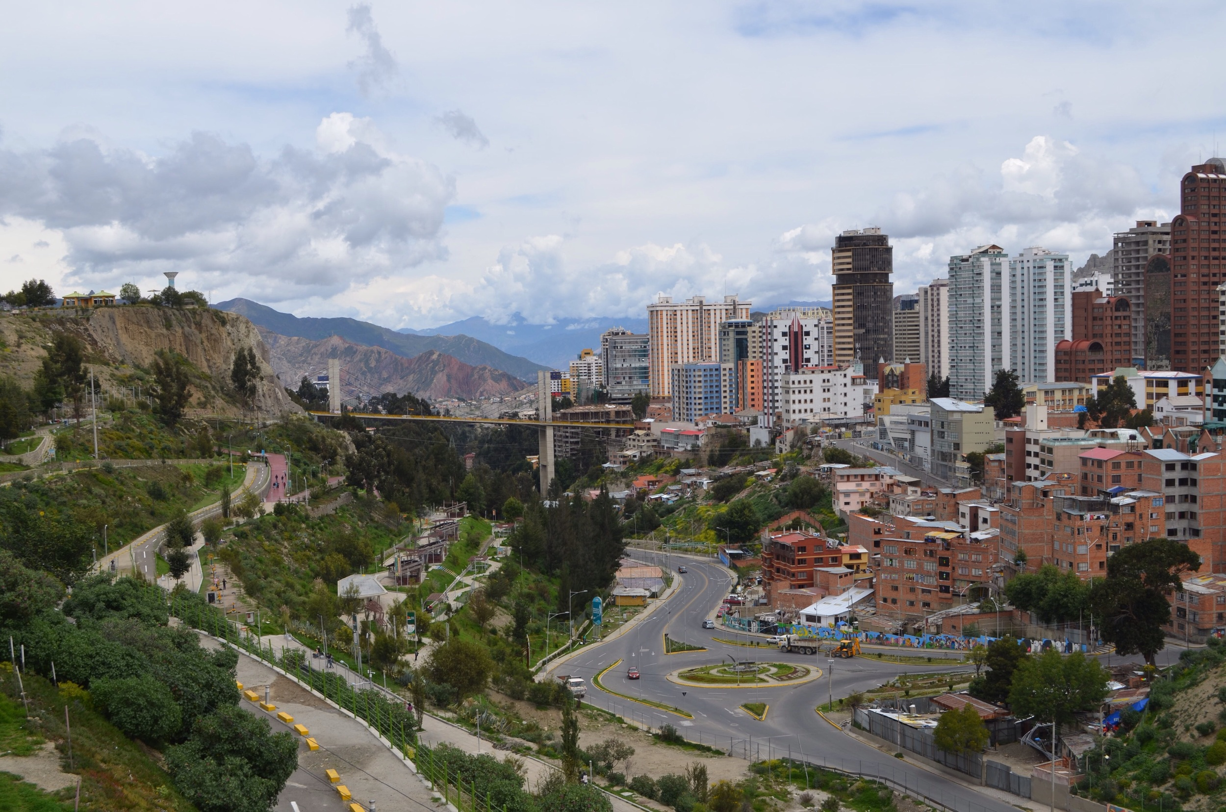 the view from apedestrian catwalk in Parque Miraflores// 17 February