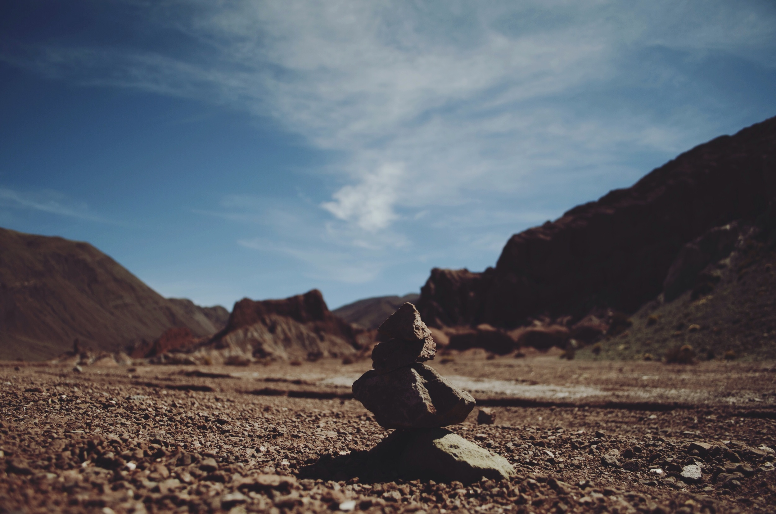 Stacked rocks as an offering to the gods, Rainbow Valley // 16 april 2015