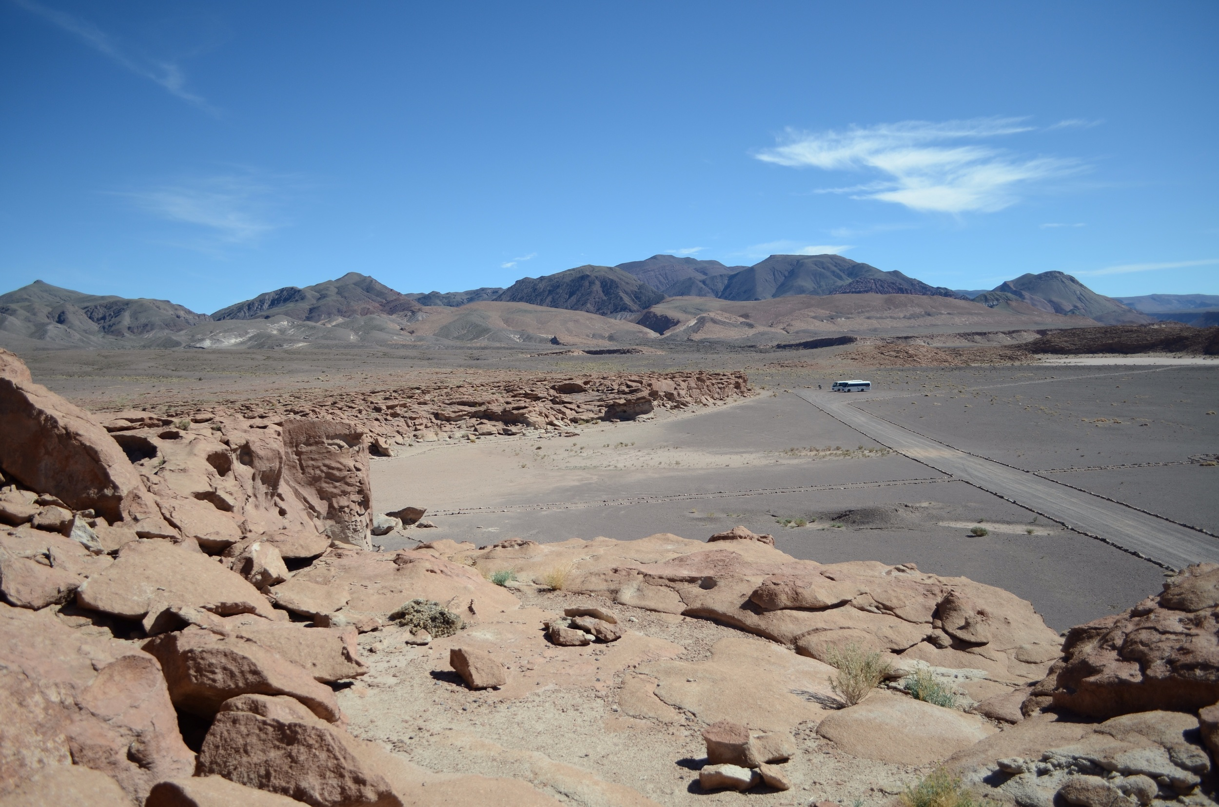 Site of the petroglyphs, with our group busses in the background // 16 april 2015